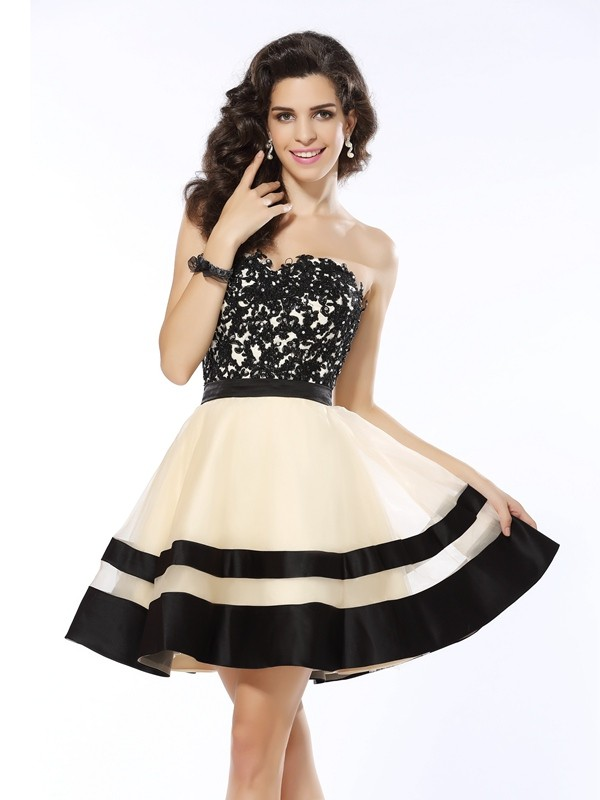 A-Line/Princess Organza Applique Sweetheart Short/Mini Sleeveless Dresses