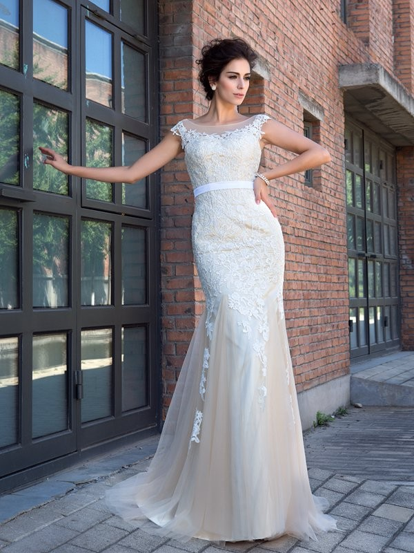 Trumpet/Mermaid Net Applique Sheer Neck Short Sleeves Sweep/Brush Train Wedding Dresses