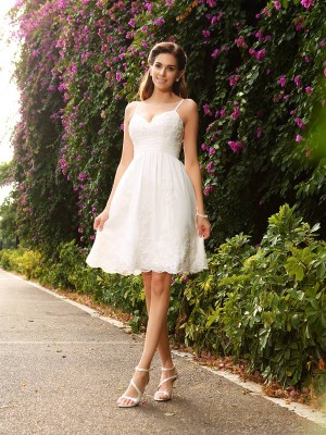 A-Line/Princess Lace Spaghetti Straps Sleeveless Applique Knee-Length Wedding Dresses