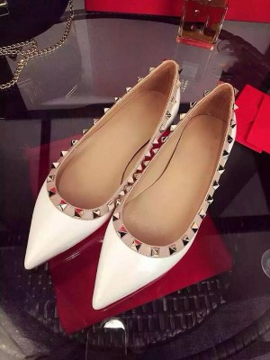 Women's White Flat Heel Sheepskin Closed Toe With Rivet Party Casual Flat Shoes