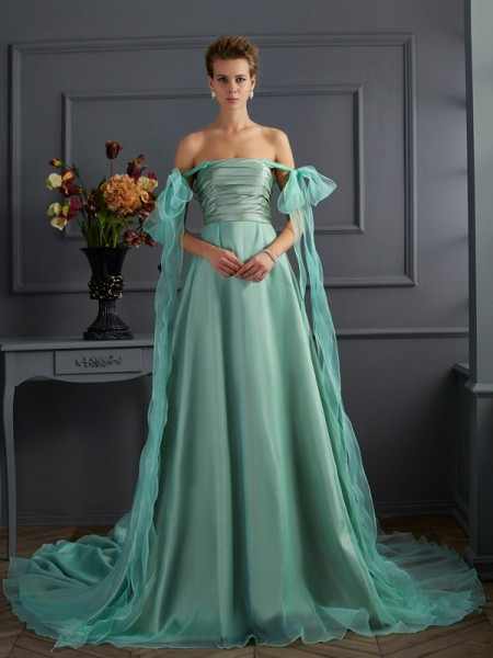 A-Line/Princess Off-the-Shoulder Taffeta Chapel Train Sleeveless Dresses