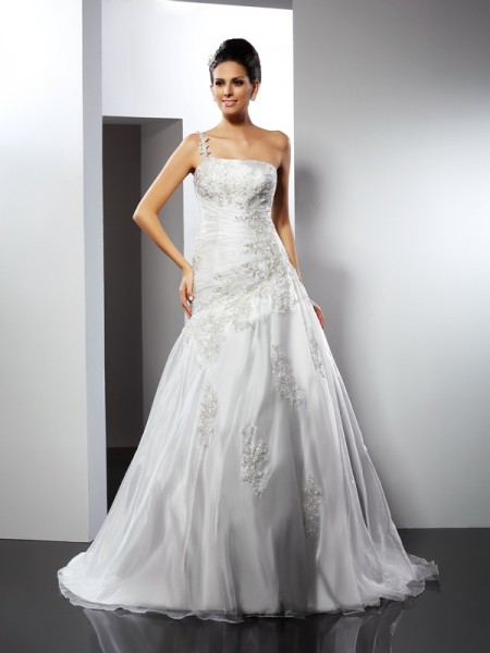 A-Line/Princess Satin One-Shoulder Sleeveless Chapel Train Applique Wedding Dresses