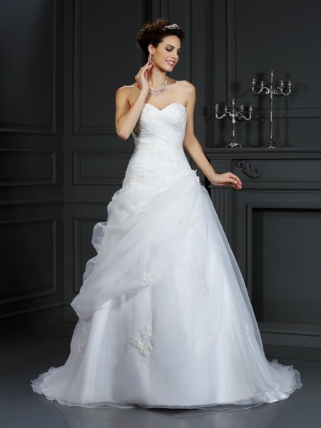 Ball Gown Organza Sweetheart Sleeveless Beading Court Train Wedding Dresses