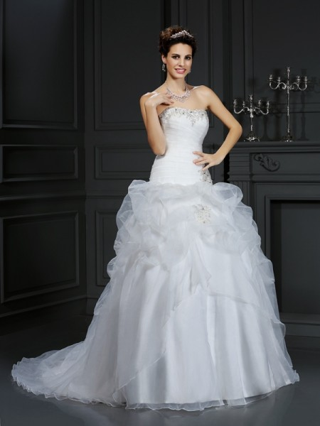 Ball Gown Strapless Organza Beading Court Train Sleeveless Wedding Dresses