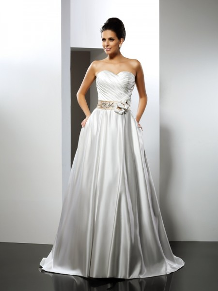 A-Line/Princess Satin Hand-Made Flower Sweetheart Sleeveless Court Train Wedding Dresses
