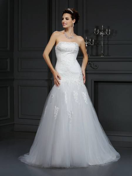 Sheath/Column Strapless Satin Lace Court Train Sleeveless Wedding Dresses