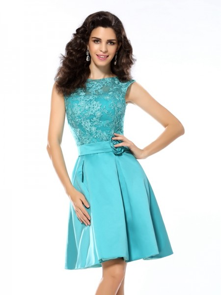 A-Line/Princess Satin Scoop Sleeveless Applique Knee-Length Dresses