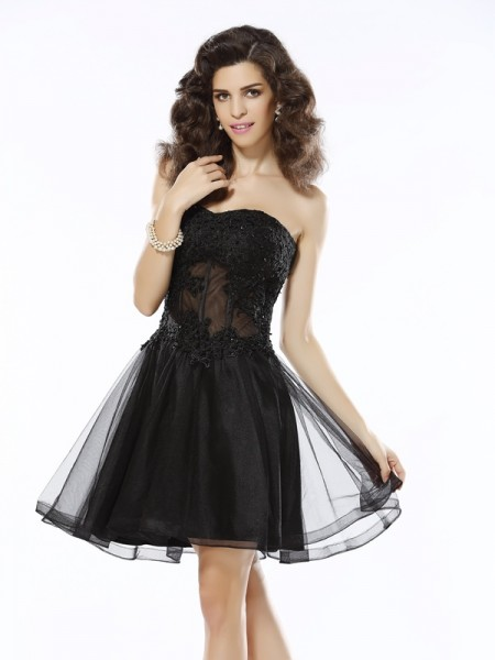 A-Line/Princess Sweetheart Satin Sleeveless Applique Short/Mini Dresses