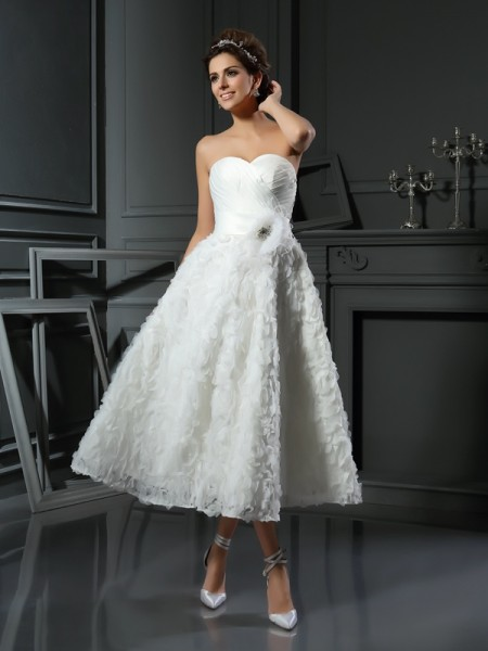 A-Line/Princess Sweetheart Satin Bowknot Tea-Length Sleeveless Wedding Dresses