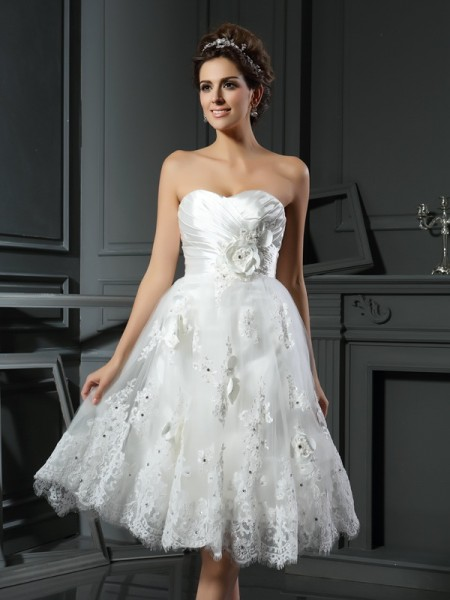 A-Line/Princess Satin Ruched Sweetheart Sleeveless Short/Mini Wedding Dresses