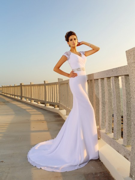 Sheath/Column Chiffon V-neck Sleeveless Court Train Beading Wedding Dresses