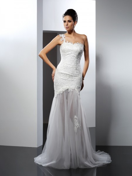 Trumpet/Mermaid Lace One-Shoulder Sleeveless Lace Chapel Train Wedding Dresses