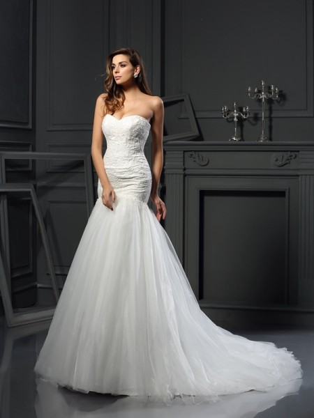 Trumpet/Mermaid Tulle Applique Sweetheart Sleeveless Chapel Train Wedding Dresses
