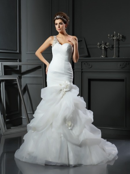 Trumpet/Mermaid Satin Sweetheart Sleeveless Ruffles Chapel Train Wedding Dresses