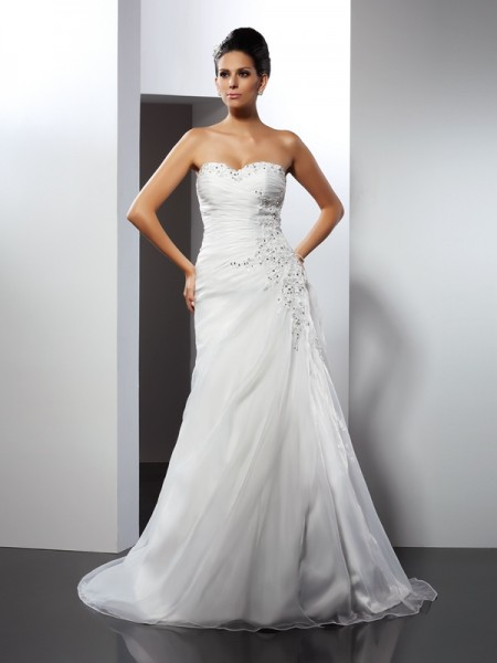 A-Line/Princess Organza Applique Sweetheart Sleeveless Court Train Wedding Dresses