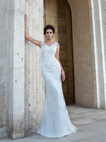 Trumpet/Mermaid Net Applique V-neck Sleeveless Sweep/Brush Train Wedding Dresses
