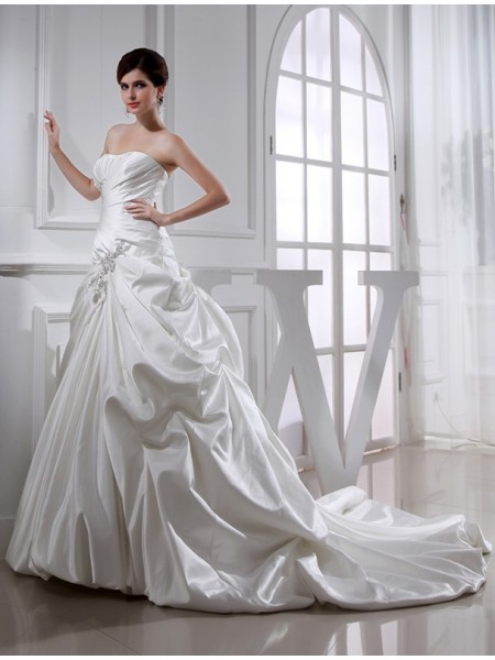 A-Line/Princess Satin Sleeveless Chapel Train Beading Chapel Train Wedding Dresses