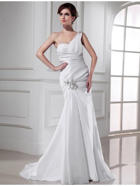 Trumpet/Mermaid Satin Sleeveless Sweep/Brush Train Beading Wedding Dresses