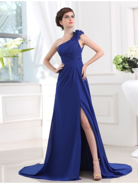 A-Line/Princess Chiffon Sleeveless Hand-Made Flower Sweep/Brush Train Dresses