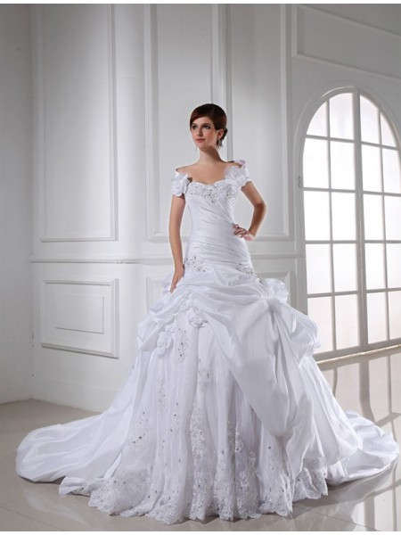 Ball Gown Taffeta Sleeveless Beading Chapel Train Wedding Dresses