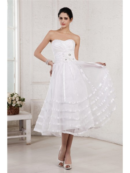A-Line/Princess Taffeta Sleeveless Tea-Length Hand-Made Flower Wedding Dresses