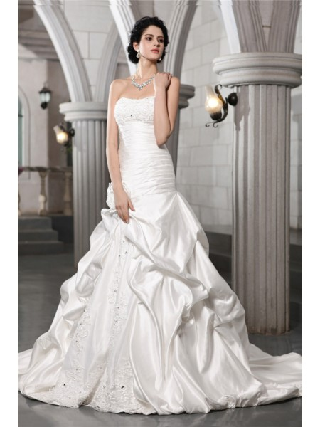 A-Line/Princess Satin Chapel Train Beading Sleeveless Wedding Dresses