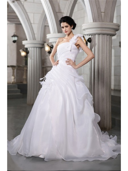 Ball Gown Organza Sleeveless Chapel Train Pleats Wedding Dresses