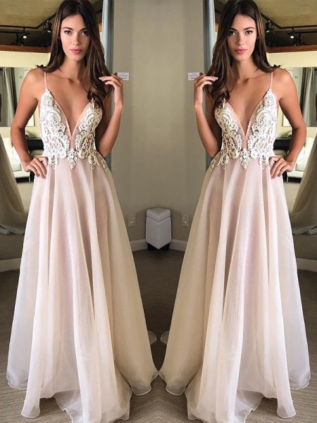A-Line/Princess Spaghetti Straps Sleeveless Sweep Train Chiffon Applique Dresses