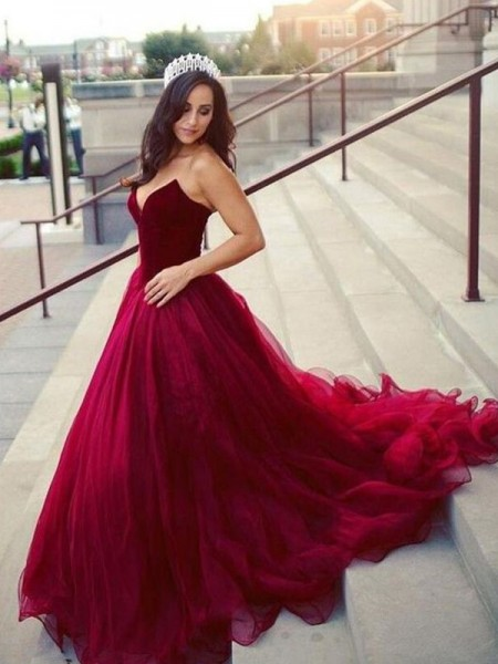 Ball Gown Sleeveless Sweetheart Court Train Tulle Dresses