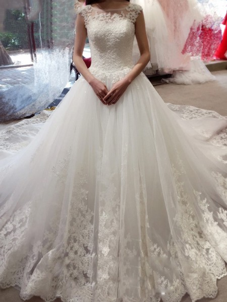 Ball Gown Tulle Sleeveless Applique Chapel Train Wedding Dresses