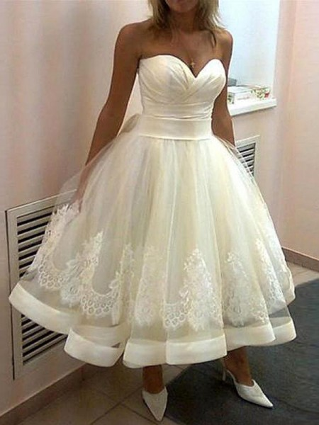 Ball Gown Tulle Sleeveless Applique Tea-Length Wedding Dresses