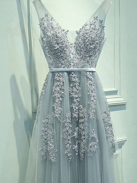 A-Line/Princess Tulle Applique Sleeveless Floor-Length Dresses