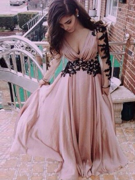 A-Line/Princess Chiffon Long Sleeves Floor-Length Applique Dresses
