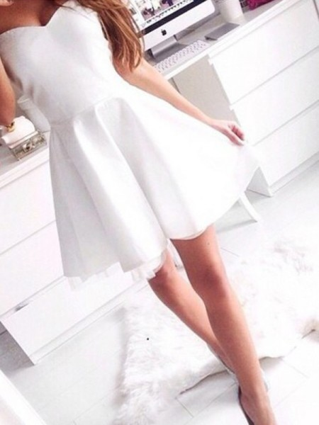 A-Line/Princess Satin Beading Short/Mini Sleeveless Dresses
