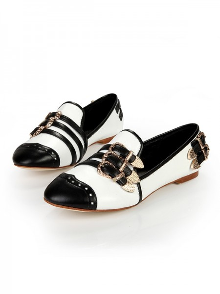 Women's Flat Heel Closed Toe Patent Leather With Buckle Flat Shoes
